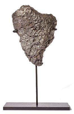 Метеорит Дронино на подставке